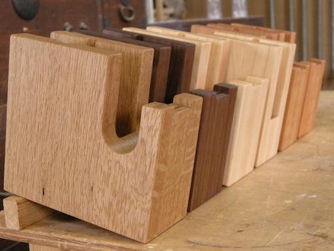 木のテープカッター製作中